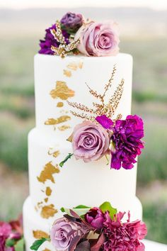 Floral Wedding Cakes Ethereal Wedding Dress Inspiration in a Lavender Field Textured Wedding Cakes, Heart Wedding Cakes, Wedding Cake Fresh Flowers, Creative Wedding Cakes, Purple Wedding Cakes, Cool Wedding Cakes, Wedding Cake Designs, Gold Wedding, Creative Desserts