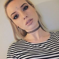 Pinterest : cvkefacee Instagram : cvkeface #hair #makeup #lips #piercings #thirdeye #choker #stripes #blondehair #doublenostril #verticallabret #eyes