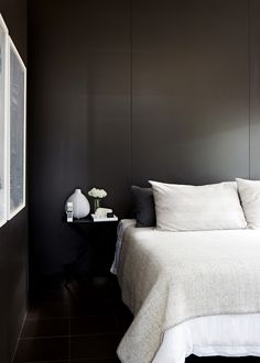 Koti Melbournessa - A Home in Melbourne, Australia The Design Files Kuvat: Sean Fennessy Moder. Home Bedroom, Master Bedroom, Bedroom Decor, Clean Bedroom, Bedroom Black, Chocolate Bedroom, Melbourne House, Apartment Projects, Casa Real