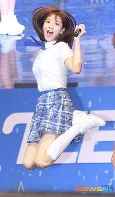 """Jeongyeon with her perfect jump shot 😂 Kpop Girl Groups, Korean Girl Groups, Kpop Girls, Twice Jungyeon, Twice Kpop, Nayeon, Jhope, Jimin, Tzuyu And Sana"