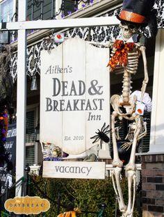 Halloween Yard Decorations - Best Outdoor Halloween Displays - Country Living