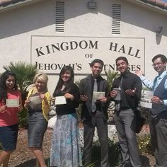 Tagalog congregation in Murrieta, California. Sharing Memorial Invitations with the public- see www.jw.org for date, times and locations around the world in hundreds of languages including Sign Language. --  Photo shared by @yesi_g_