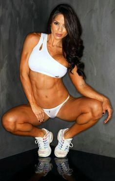 Fitness competitor and cover model Michelle Lewin #mindsshots #mindsfitnesss