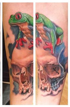 Tattoos - Realistic Color Skull with a Frog