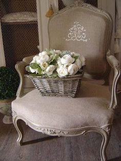 vintagehomeca:  (via Pin by Janelle Rigby on ** French allure ** | Pinterest)