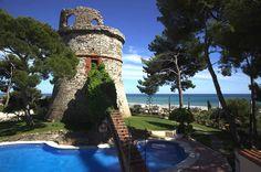 Celebra la ceremonia o el cocktail en el jardín Torre Barona junto a la piscina. Gran Hotel Rey Don Jaime. Castelldefels, Barcelona.