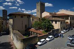 Ареццо — Википедия Дом Петрарки и Претория в Ареццо, Италия