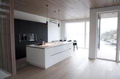 Monique Lund (@moniquelund) Instagram media 2017-01-06 13:17:38 Weekend mode ✔️ #myhome #interiordesign #interior4all #abito #interior123 #bonytt #oak #woodenceiling #spiletak #spilevegg #inspiremeinterior #dream_interiors