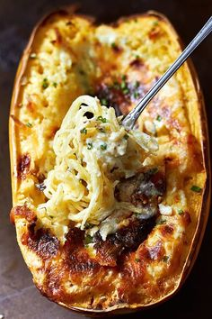 Baked Four Cheese Garlic Spaghetti Squash Recipe Healthy meals are easier to come by in a household.Homemade versions of any meal is possible in your own kitchen. You take Baked Four Cheese Garlic Spa (Baking Squash Recipes) Roasted Spaghetti Squash Recipe, Garlic Spaghetti, Courge Spaghetti, Stuffed Spaghetti Squash, Four Cheese Spaghetti Squash, Easy Spaghetti Squash Recipes, Baked Squash Recipes, Roasting Spaghetti Squash, Spaghetti Squash Chicken Alfredo