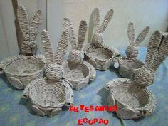 CESTAS CON CONEJOS DE PASCUA     Hola amigos(a), anteriormente ya les compartí mi pap de como hacer cestas de pascua, en este nuevo blog, l...