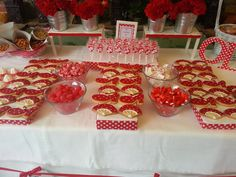 El baúl de Loreto: BODA FERIA DE ABRIL 3rd Birthday, Raspberry, Gift Wrapping, Candy, Table Decorations, Fruit, Breakfast, Christmas, Food