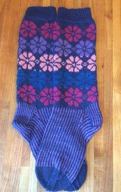 Hand Knit Flower Socks in a classic fair isle pattern with striped foot. Feminine Fall Outfits, Preppy Fall Outfits, Arm Knitting, Knitting Socks, Knitting Patterns, Merino Wool Socks, Hand Crochet, Crochet Gifts, Crochet Ideas