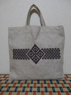 The Beauty of Japanese Embroidery - Embroidery Patterns Japanese Embroidery, Embroidery Art, Cross Stitch Embroidery, Embroidery Patterns, Machine Embroidery, Jute Bags, Blackwork, Bag Design, Fabric