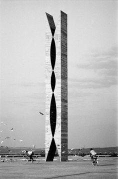 Oscar Niemeyer, Brasilia Reminds me of a clothes pin, lol! Futuristic Architecture, Amazing Architecture, Landscape Architecture, Architecture Design, Chinese Architecture, Architecture Office, Office Buildings, Building Architecture, Le Corbusier