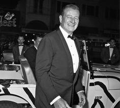 John Wayne arriving at the premiere of Hatari in a custom Willys Jeep John Wayne made 5 films with Howard Hawks, including 4 westerns and Hatari. John Wayne, Iowa, I Movie, Movie Stars, Divorce, Wayne Family, Actor John, Old Hollywood Stars, True Grit