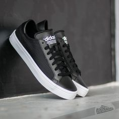 best authentic 86e8a b9f82 adidas Court Vantage W Core Black   Core Black Ftw White. cabreras · zapato