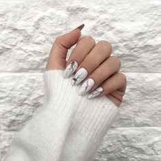 Find images and videos about nails, manicure and nails art on We Heart It - the app to get lost in what you love. Oval Nails, Nude Nails, Matte Nails, Nail Manicure, Acrylic Nails, Acrylics, Pretty Nail Art, Cool Nail Art, Nailart