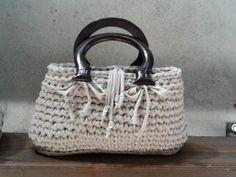 Silvia's bags, crochet bag/borsetta in fettuccia di cotone e manici in legno.