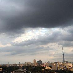 暗雲の隙間にボーダーの雲