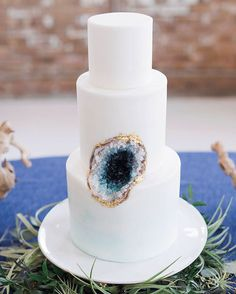 Geode Wedding Cakes as seen on Wedding Blog Humming Heartstrings. Read more: http://www.hummingheartstrings.de/?p=20229. Photo by True Grace Photography, Cake by Julie Michelle Cakes
