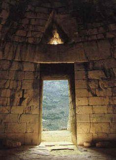 Porte d'une tombe à Mycènes.
