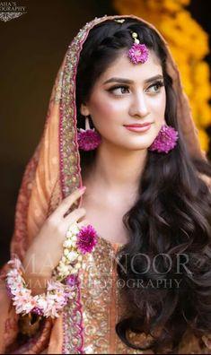 Bridal Mehndi Dresses, Mehndi Brides, Party Wear, Bangles, Crown, Desi, How To Wear, Flower, Fashion