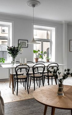 Find out why modern living room design is the way to go! A living room design to make any living room decor ideas be the brightest of them all. Dining Room Design, Dining Room Chairs, Dining Table, Room Interior, Interior Design, Hotel Decor, Dining Room Inspiration, Deco Design, Design Blog