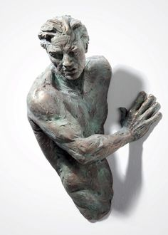 Matteo Pugliese is a sculptor from Italy with a a very expressive work. His style is a bit raw, but dynamic at the same time