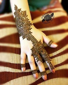 Explore latest Mehndi Designs images in 2019 on Happy Shappy. Mehendi design is also known as the heena design or henna patterns worldwide. We are here with the best mehndi designs images from worldwide. Henna Hand Designs, Eid Mehndi Designs, Mehndi Designs Finger, Mehndi Designs For Girls, Modern Mehndi Designs, Mehndi Design Pictures, Beautiful Mehndi Design, Latest Mehndi Designs, Henna Tattoo Designs