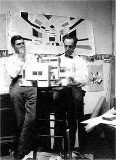 Cornelis van Eesteren and Theo van Doesburg. Avant 1923-24, le leg architectural de Stijl se résumait à deux projets celui d'une maison particulière et une maison d'artiste par ces deux artistes en 1923 et à la célèbre maison Schröder de Rietveld en 1924.