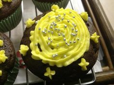 Great recipe for Chocolate Lemon Cupcakes with Lemon Butter cream. Lemon and chocolate. Two strong ingredients but when mixed in right proportion, it is a marriage made in Heaven. Cake Tray, Cupcake Wars, Lemon Cupcakes, Lemon Butter, Buttercream Frosting, Cream Recipes, Chocolate Recipes, Baking Soda, Cup Cakes