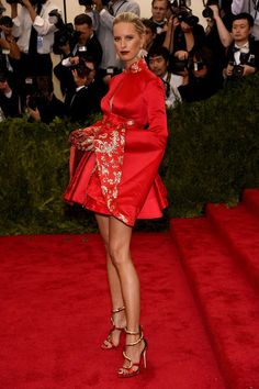 Karolina Kurkova in Tommy Hilfiger...No no no no....First of all your legs are too skinny, ewww no definition but bones and second the dress omg...Best Dressed at the 2015 Met Gala