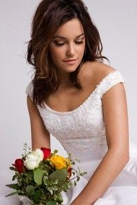 wedding dress for small breasts. Love this dress. And good tips