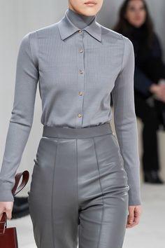 Herm¨¨s Fall 2020 Ready-to-Wear Fashion Show - Vogue Grey Fashion, Fashion 2020, Runway Fashion, High Fashion, Fashion Show, Autumn Fashion, Fashion Outfits, Womens Fashion, Fashion Design