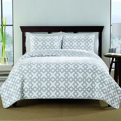 @Overstock - Bergen Cotton 3-piece Quilt Set - Dress your bed in comfort and luxury with the cotton prewash reversible quilt set. It features an unique geometric pattern in a white and grey finish, and includes two shams to complete the look. Machine washable for easy care and repeated use.  http://www.overstock.com/Bedding-Bath/Bergen-Cotton-3-piece-Quilt-Set/8893701/product.html?CID=214117 $54.99