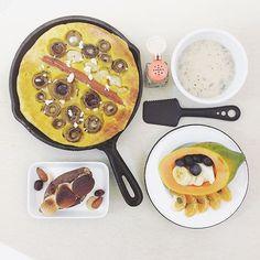 . goooooooood morning wednesday :-D))) . #goodmorning #morning #breakfast #yummy #goodfood #instafood #onthetable  #homemade #foodie #foodstagram #igfood #foodphotography #foodphoto #yum #2eat2gether  #S_S_iloveBreakfast #朝食 #早餐 #朝ごパン #烘培 #baking # #ovenpancake #dutchbaby #鐵鍋鬆餅 #パンケーキ  #mashedavocado_sausage_scallop_mushroom_cheese_dutchbaby #海陸蘑菇酪梨磨成泥鐵鍋鬆餅