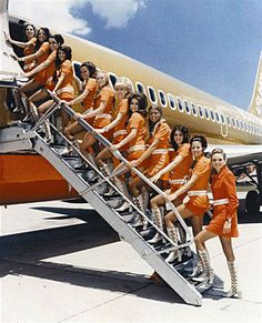 Vintage Stewardess Pictures - Flight Attendant Photos From The Past When The Airlines Only Hired The Hot Sexy Stewardess. Southwest Airlines Flight Attendant, Retro Airline, Vintage Airline, Style Année 60, 1960s Style, Div Style, Retro Style, Airline Uniforms, Flight Attendant Life