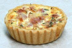 Τα αυγά φούρνου με φύλλο πίτας και μπέικον είναι μια γρήγορη και εύκολη γευστική πρόταση όταν δεν έχετε πολύ χρόνο για να μαγειρέψετε καθώς για ένα ελαφρύ βραδινό πιάτο. Εάν πάλι είστε λάτρεις του πρωινού γεύματος, τότς φτιάξτε την στα αγαπημένα σας πρόσωπο τα Σαββατοκύριακα που όλη η οικογένεια συγκεντρώνεται στο σπίτι. Υλικά 4 αυγά … Breakfast Time, Breakfast Recipes, Breakfast Ideas, Croissants, Food To Make, Muffins, Food And Drink, Pie, Cooking
