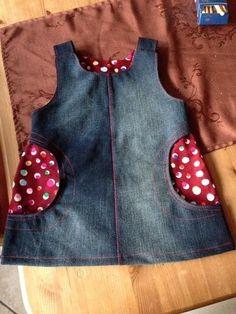 Kleid in Größe 110, Taschen sind etwas abgewandelt....  Schnitt aus der Zeitschrift Otobre Der Jeansstoff ist aus einer alten Jeans.......
