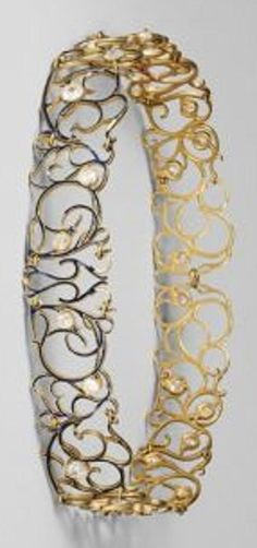 An Art Nouveau gold, enamel and diamond collaret, by René Lalique, circa 1900. #Lalique #ArtNouveau #collaret