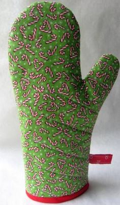 How to make an oven mitt. A great handmade gift idea! #sew #gift #potholder skiptomylou.org