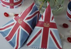 lovely Diamond Jubilee Party Pack (free printables!!) from Simply Creative. The printable pack include: paper chains, union flags, gift pouches (image above), cupcake toppers and little union flags