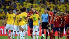 Pique abraza a Neymar tras ser expulsado en la final de la Copa Confederaciones 2013 #seleccionespanola #LaRoja #diariodelaroja