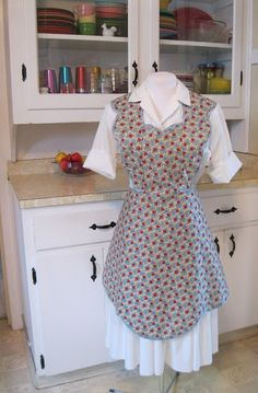 Apron History: Pattern Review- Wearing History Apron