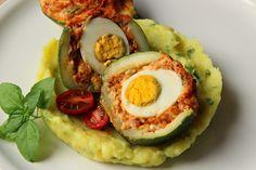 Na přípravu budete potřebovat:                                       1 kulatá cuketa   1 klobása ( možno mleté či uzené maso)   1 vejce ... Avocado Egg, Eggs, Breakfast, Food, Morning Coffee, Essen, Egg, Meals, Yemek
