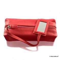 Roter Eycatcher für unterwegs: Becker Manicure Kulturtasche aus genarbtem Rindleder mit Kosmetikspiegel | ChackPack.com