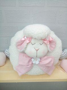 Paps e Moldes de Artesanato Sheep Crafts, Felt Crafts, Diy And Crafts, Christmas Makes, Felt Christmas, Handmade Pillows, Handmade Toys, Baby Crib Diy, Little Bo Peep