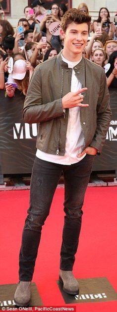 Shawn Mendes at 2016 iHeartRadio Much Music Video Awards | Daily Mail Online