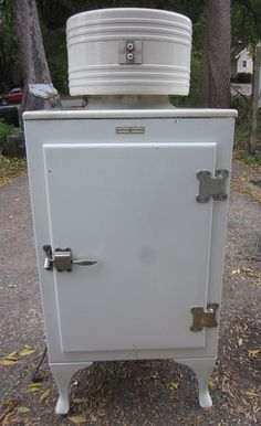 """Antique Monitor Top Refrigerator """"GE"""" CK 2 C16 General Electric Works Great   eBay    *Love this!  An icebox is on my wishlist"""