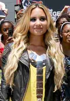 Shout's beauty ed shows you how to get Demi's beachy waves here!  #DemiLovato #WavyHair